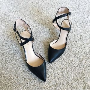 Gorgeous Nine West Black cross strap heels 6 1/2
